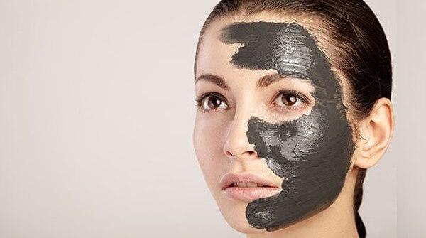 Gambar 2 - Pemakaian masker naturgo